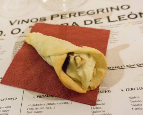 Cata Restaurante Adonias - Cornete de mousse de queso con chip de cecina y nueces