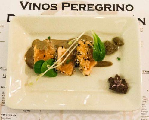 Cata Restaurante Adonias - Tataki de salmón al tahini y mayonesa ajo negro